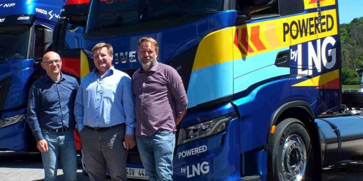 První tahač nové generace IVECO S-WAY NP na LNG převzala společnost SPOLGAS